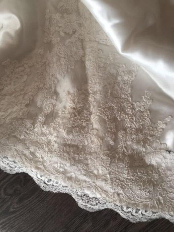 Onotto by Pronovias. Size 14. Good condition.