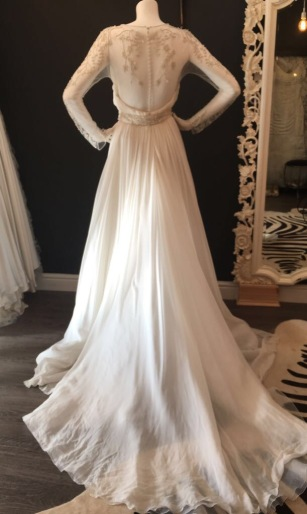 Yajaida by Pronovias. Size 14. Condition okay, needs some repair.